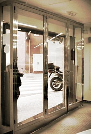vidriera de acero inoxidable de diseño exclusivo en Barcelona