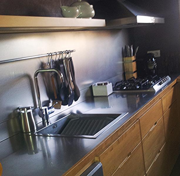 Encimeras de cocina y muebles en acero inoxidable